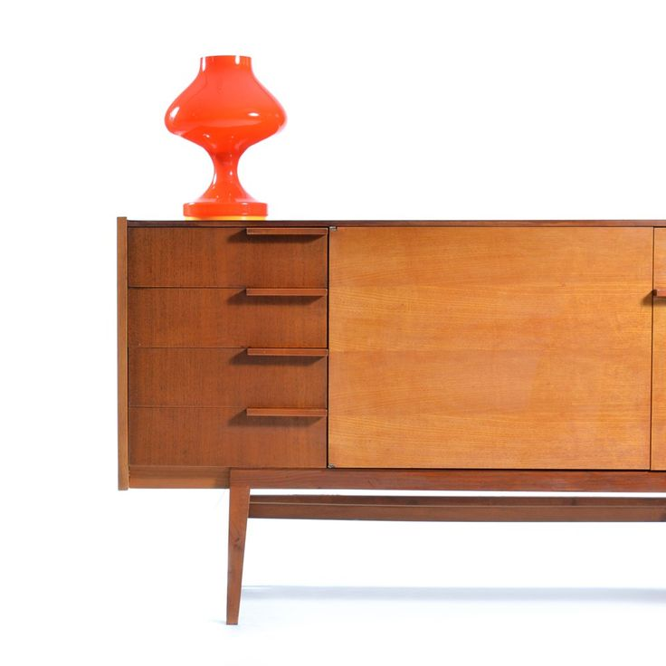 Elegant chest of drawers