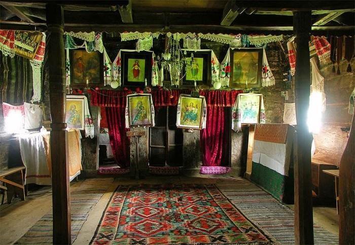 Interiorul bisericii bărbaţilor