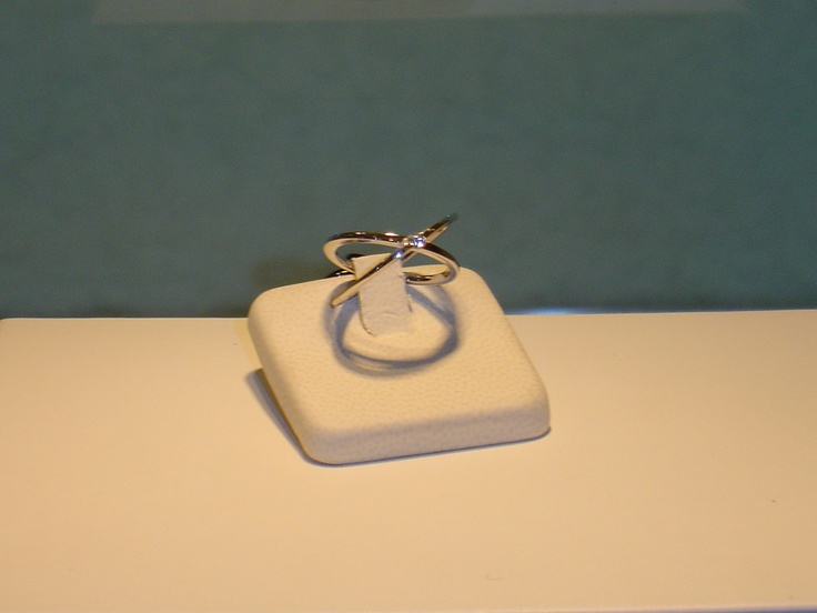 Anillo en oro blanco y brillantes.0,07 quilates. PVP 784 €  (antes 980 €)