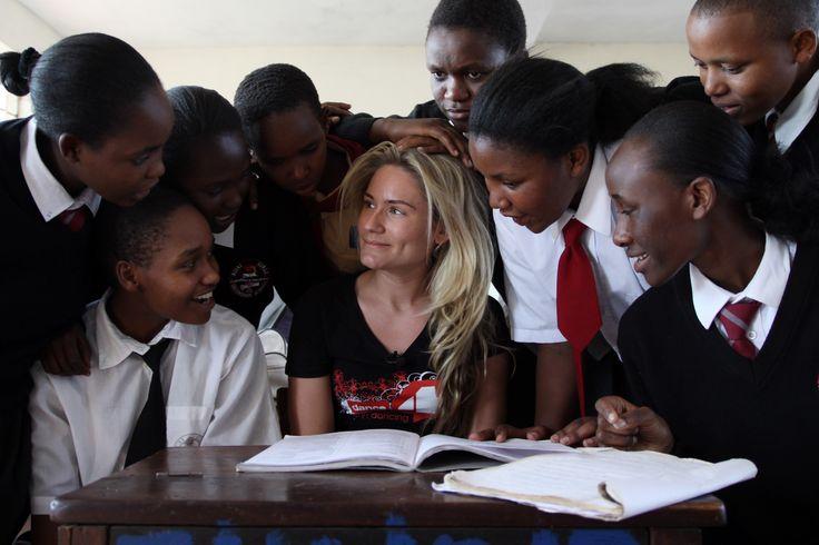 Nikkie Plessen in Kenya. (Photo: Jeppe Schilder)