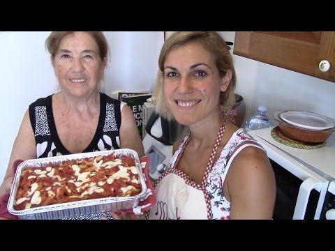 YouTube #CUCINO E #ASSAGGIO IN DIRETTA ASSIEME A MIA ZIA FRANCA- #RICETTA TIPICA PUGLIESE: PASTA AL FORNO CON LE POLPETTINE❤️ Ciao a tutti, oggi mi vedrete in cucina assieme a mia zia che nelle vesti di Antonella Clerici ci proporrà una bella ricetta della #Puglia che fa spessissimo e che è il suo cavallo di battaglia, soprattutto quando si fa una #gita e si deve mangiare fuori casa! Nasce come ricetta veloce ed è un #pranzo completo!  Oltretutto a fine #video vedrete anche la prova assaggio…