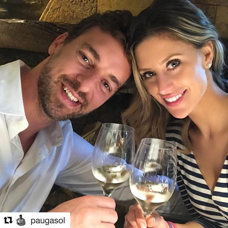 ¡El noviazgo de @PauGasol con la californiana Catherine McDonell va viento en popa! El jugador de baloncesto ha pasado 'unos días muy especiales' en San Sebastián, donde ha podido disfrutar de la gastronomía vasca en el restaurante de Andoni Luis Aduriz junto a su pareja. #paugasol #catherinemcdonell