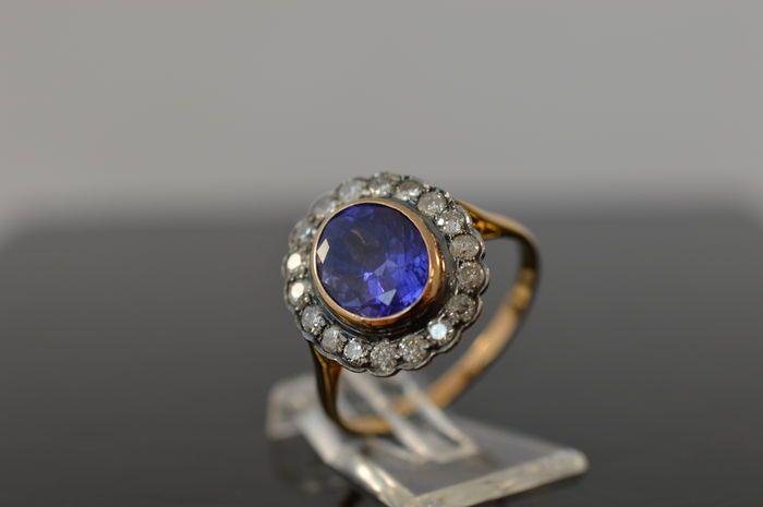Online veilinghuis Catawiki: Entourage ring met ovaal geslepen tanzaniet en briljant geslepen diamanten - totaal ca. 3.20 ct