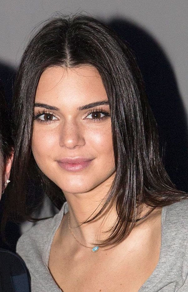 Kendall Jenner is naturally gorgeous, and we think she actually looks best when she is slightly made-under. Find out how to copy her 'no makeup makeup' look below!