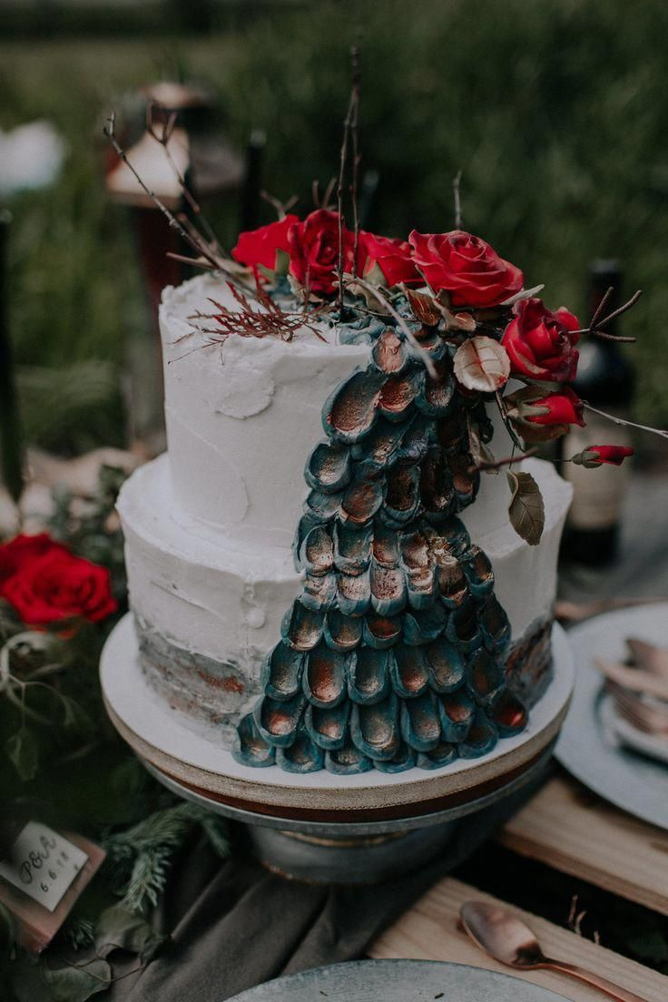 Barn wedding cake table ideas  Game of Thrones Wedding Cake romanticrusticweddingcake  Rustic