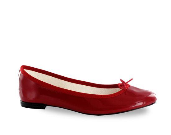 1956: Rose Repetto creates the 'Cendrillon' ballerina and dedicates it to Brigitte Bardot.