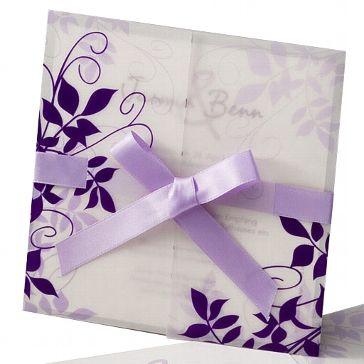 """Einladungskarte """"Ute"""" - Hochwertige Einladungskarte mit verspielten Blumenmuster in Lila und fliederfarbenem Satinband"""