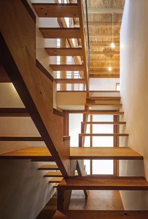 ムギカライエ: 緒方幸樹建築設計事務所が手掛けたtranslation missing: jp.style.玄関-廊下-階段.eclectic玄関/廊下/階段です。
