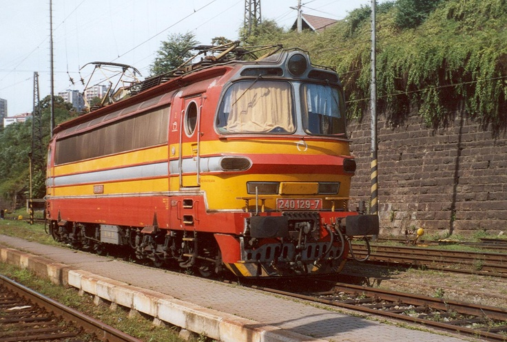240-121 Heavy universal czech Train. Look nice,.. build in 1974
