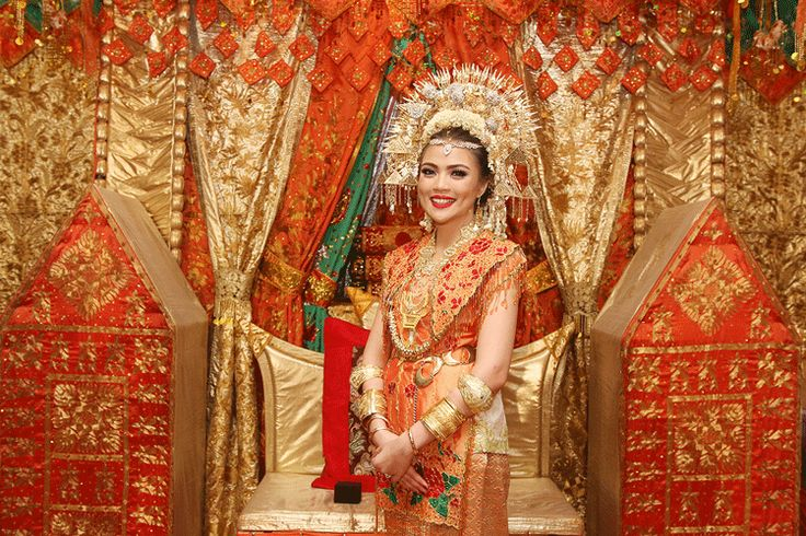 Traditional yet Colourful Minang Wedding - dhinda-MB-1