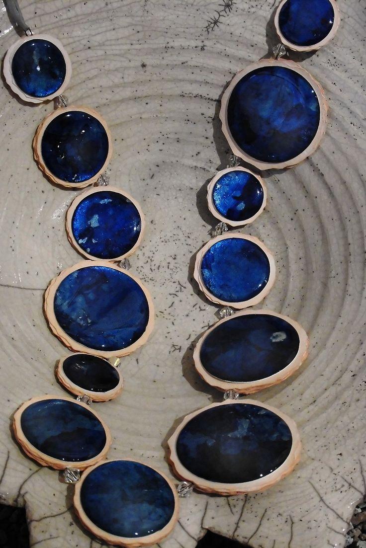 Ortiz Gadler, Moon Necklace (hand paintad paper under resine)