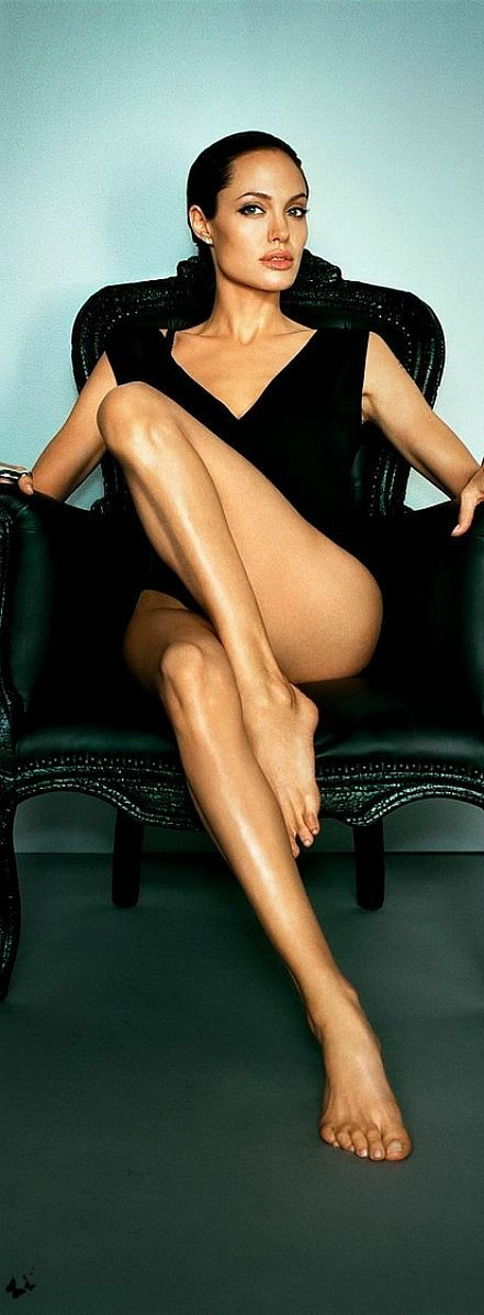 @PinFantasy - Angelina Joile ~~ For more: - ✯ http://www.pinterest.com/PinFantasy/gente-~-angelina-jolie/