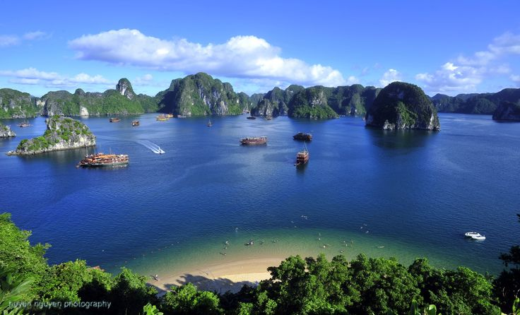Halong Bay, situated in the Gulf of Tonkin, includes some 1600 islands and islets forming a spectacular seascape of limestone pillars.