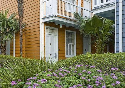 Book a room at the Quality Inn & Suites in New Orleans, LA. This New Orleans hotel is located near the French Quarter and the New Orleans Convention Center.