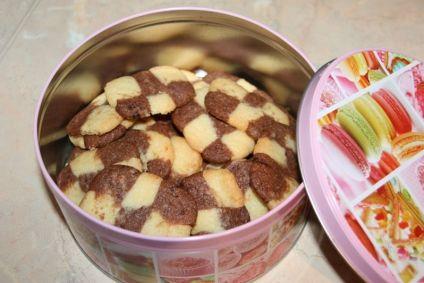 Knusprige schwarz-weiß Kekse