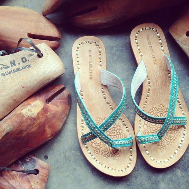 Romance Without Strap 20 mm Flats Emerald with Gold Leather Stitching