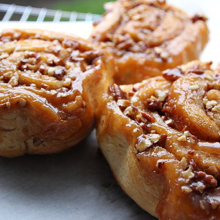 There are iced cinnamon rolls and pecan sticky buns, but these huge state-blue-ribbon winners feature the best of both