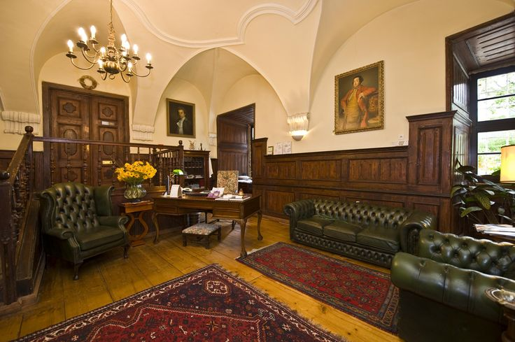 The first room you see when you enter the Staniszów Palace.