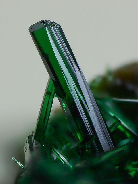 Atacamita Clase: Haluro Sistema: Ortorrómbico Dureza: 3-3,5 Fractura: Concoidea Exfoliación: Perfecta Brillo: Adamantino Raia: Verde manza