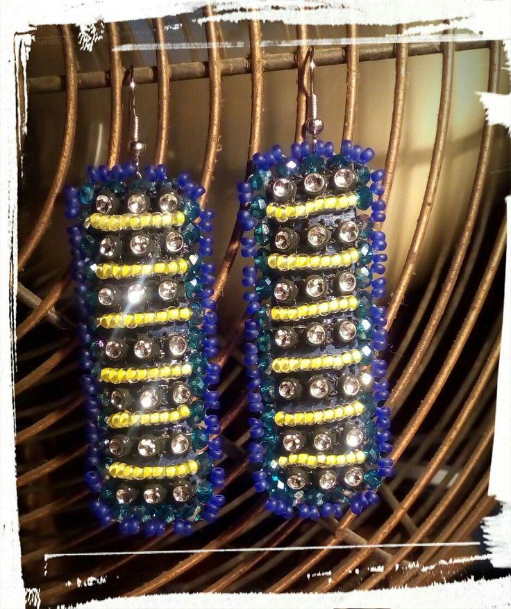 Orecchini ecopelle blu con strass