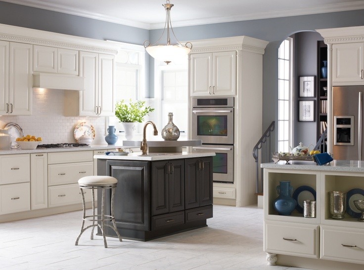 From The Cabinet Baseboard To Decorative And Feet The Crisp Maple Coconut Finish On Diamond S Sullivan Cabinet Door Highlights This Design While The Maple