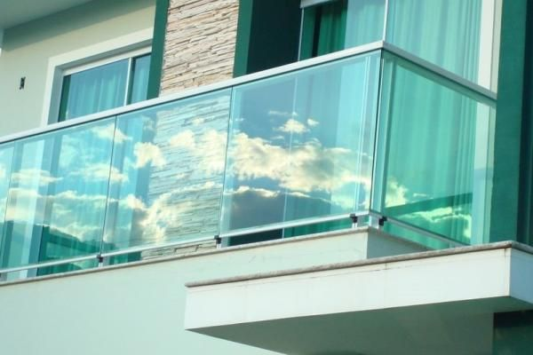 As Janelas Blindex para Casas são bastante procuradas, são modernas e proporcionam um visual perfeito para sua casa, conheça 12 Modelos que vão inspirar.