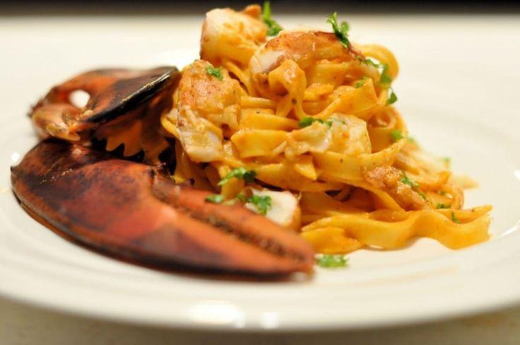 Pasta met Oosterschelde kreeft en Hollandse tomaten - Een beetje kreeft liefhebber zal gaan voor een echte Oosterschelde kreeft.