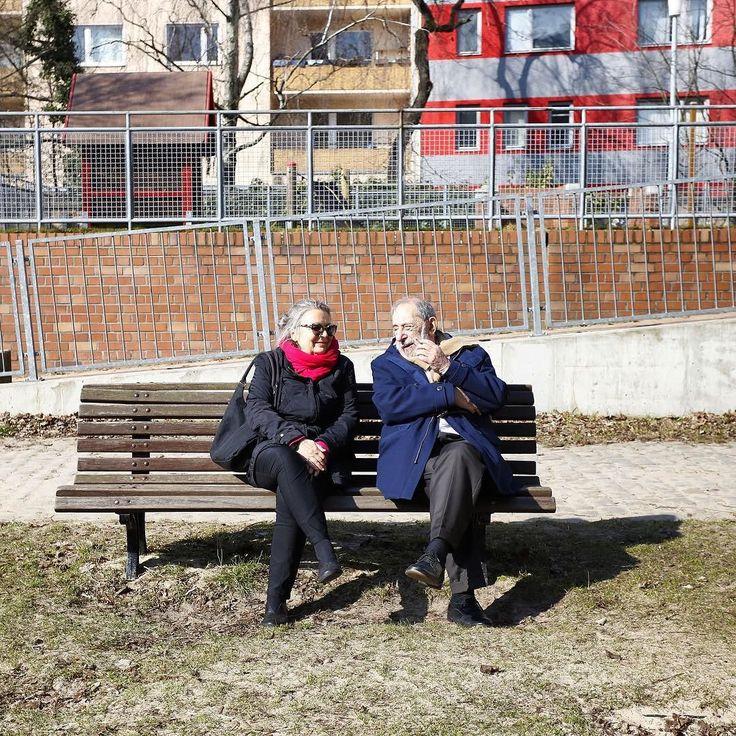 #AlvaroSiza talking with Brigitte in #Berlin ph: @nicolo_galeazzi #nachbarschaftschlesischestor #wherealvaromeetsaldo #biennalearchitettura2016…