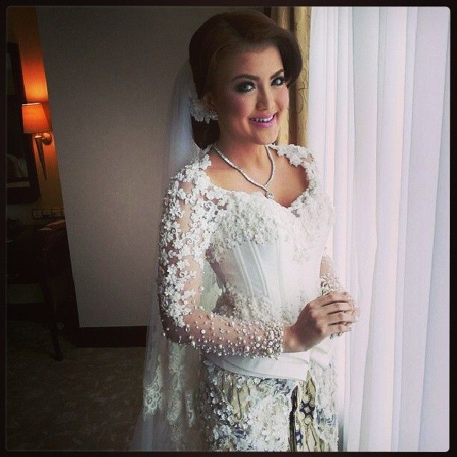 #weddingkebaya  #ivangunawancollection #lace  #white - @ivan_gunawan- #webstagram