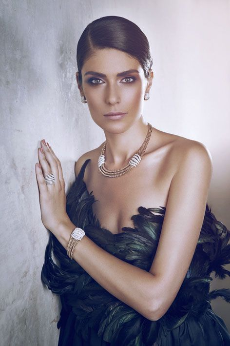 Anna Valle wears MiaLuce collection.