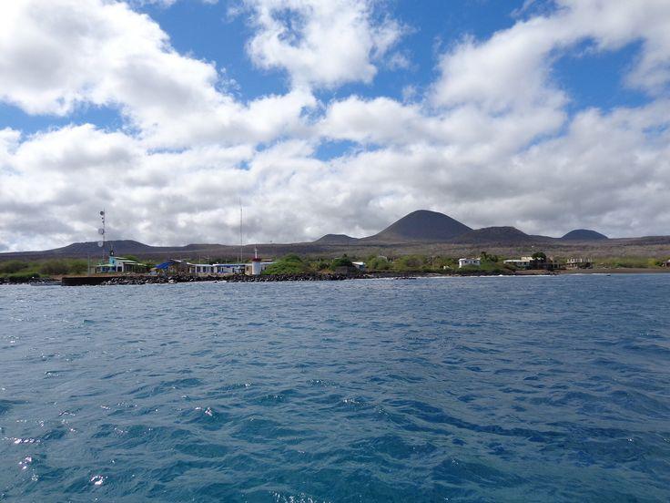 Imatge procedent de http://cdn2.vtourist.com/19/6845004-Puerto_Velasco_Ibarra_Floreana_Isla_Santa_Maria.jpg?version=2.