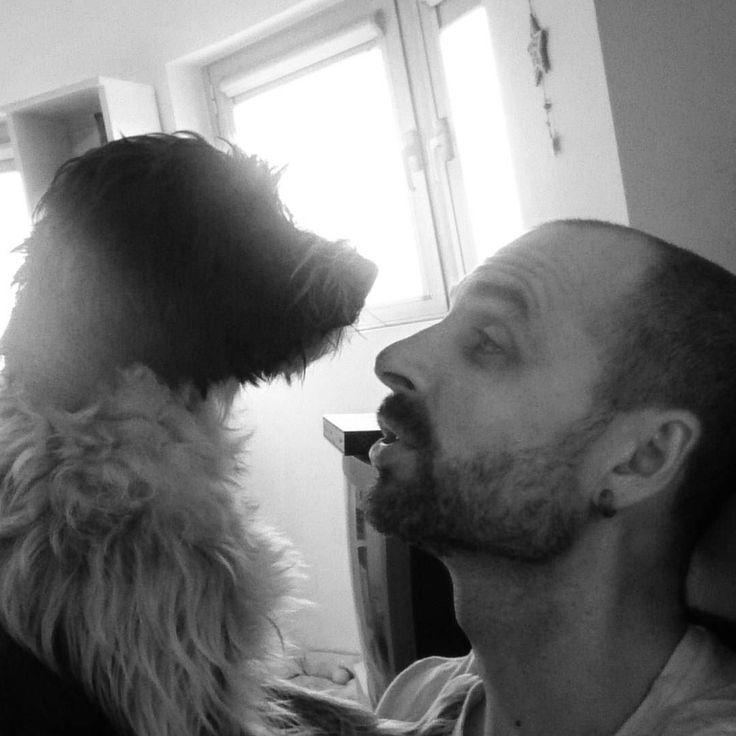 Conversaciones con Lola... #lola #dog #love #dogsofinstagram #instadog #family #beautiful #adorable #happy #boss #lider #sol #dj #music #edm #party #house #dance #djlife #club #producer #housemusic #nightlife #djs #mix #festival #beats #trance #techhouse #nightclub