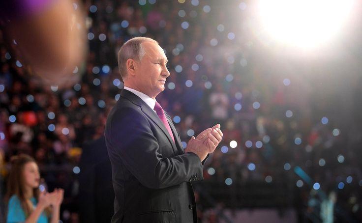 Владимир Путин принял участие в церемонии вручения ежегодной Всероссийской премии «Доброволец России – 2017».
