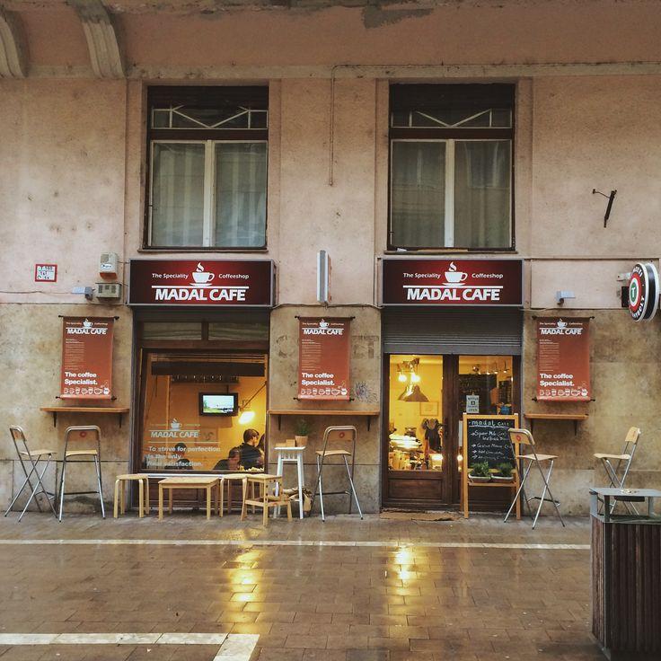 budapest, madal café