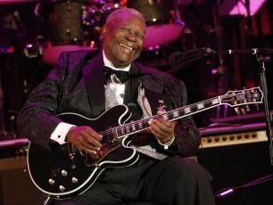 Il musicista si è spento nella sua casa di Las Vegas per le conseguenze del diabete che pativa da anni. A settembre avrebbe compiuto 90 anni. Autore di