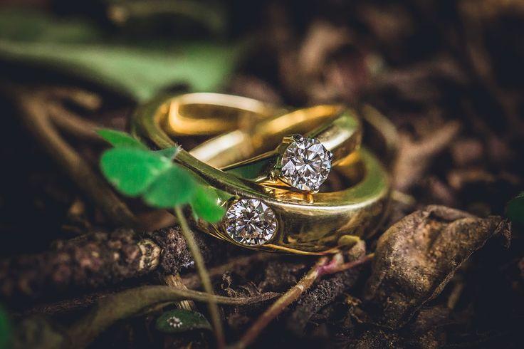 It's suits to me, yes! Photo by Pixelena Studio, Bangalore #weddingnet #wedding #india #indian #indianwedding #ceremony #indianweddingoutfits #outfits #backdrops #prewedding #photographer #photography #inspiration #gorgeous #fabulous #beautiful #jewellery #jewels #details #traditions #accessories #weddingring #ring #surat #gold #diamond