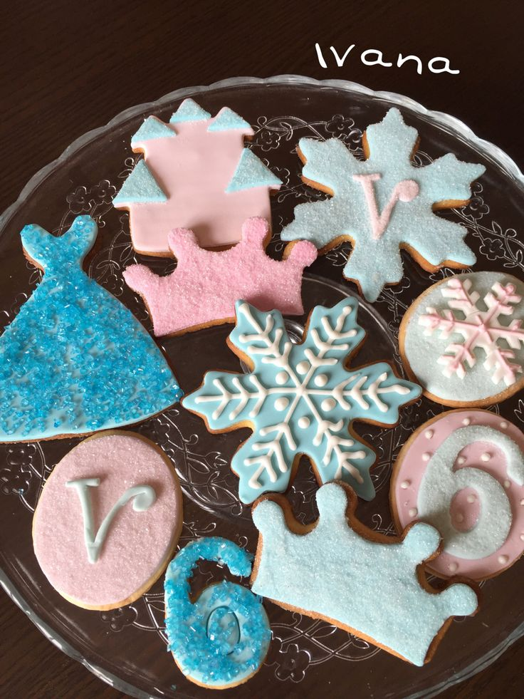 Decorate Frozen cookies with fondant and royal icing