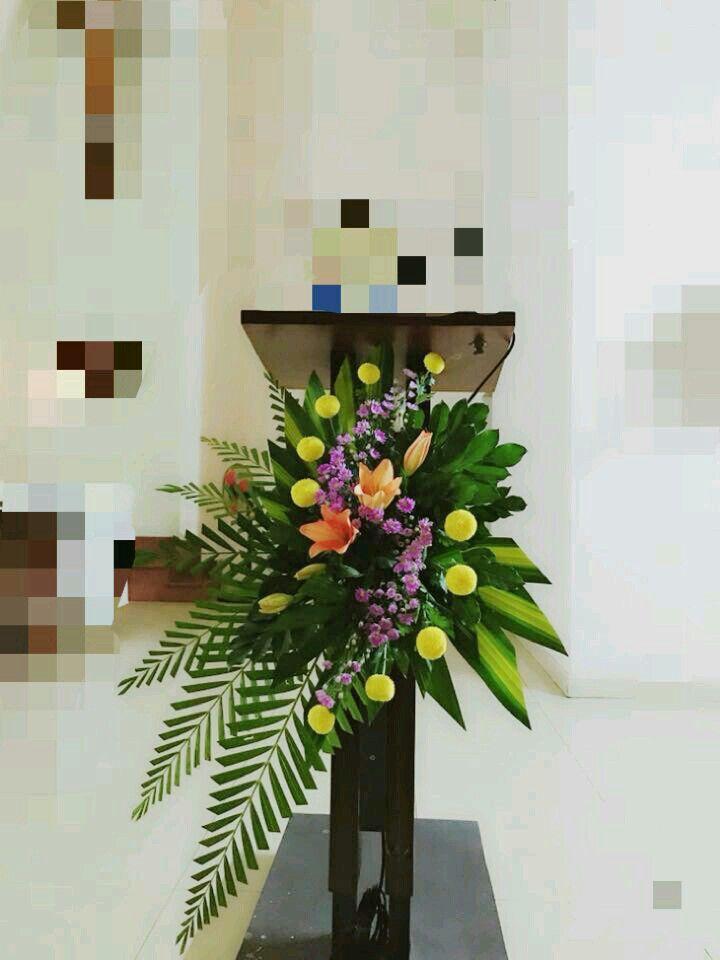 Pin Oleh Mindy Owens Di Rangkaian Di Mimbar Altar Rangkaian Bunga Dekorasi Altar Bunga