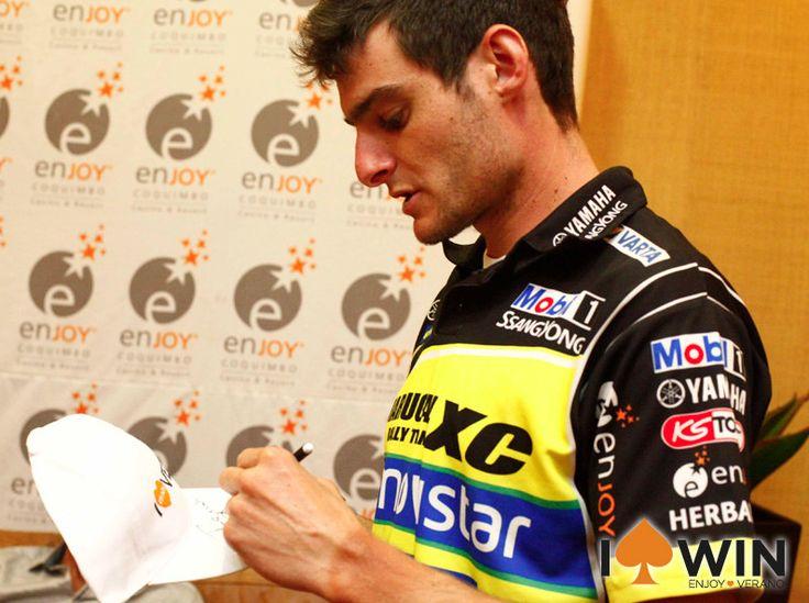 Ignacio Casale estuvo firmando autografos para sus fans en Enjoy Viña del Mar.