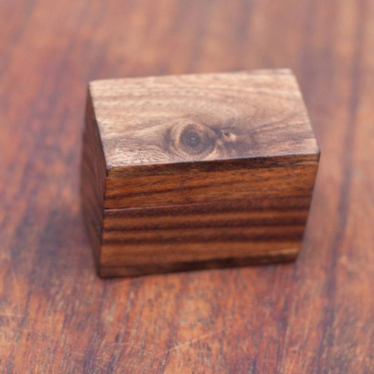I always search my stock for pieces with small knots or natural cracks. Each time I find some I am like a kid in a candy store :D . . . . . #woodworking #wood #handmade #woodwork #design #walnut #handcrafted #woodworker #rustic #etsy #craft #maker #wooden #woodporn #craftsman #hardwood #artisan #engagement #wedding #proposal #weddings #jewelry #box #weddingplanning #thenorthernforest #etsyfinds #etsysellers #siamanis