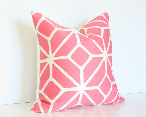 pretty pink pillow.Favorite Pink, Bedrooms Revamp, Pretty Pink, Fabrics, Pink Pillows, Dash Pink, Bedrooms Ideas, Pretty Pillows, Bedrooms Redesign