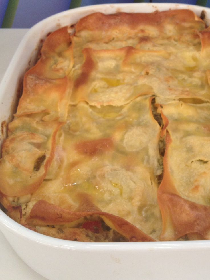 Lasagna with feta cheese and red pepper bell http://www.instyle.gr/recipe/lazania-feta/