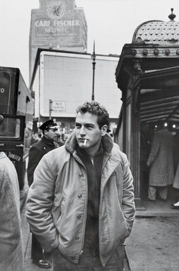 Paul Newman in New York, 1956. When I lived in NYC I ran into so many famous people walking the streets.  Most people do not recognize them out of context.  I saw Ruth gordon, Woody Allen, Tony Bennitt to name a few.