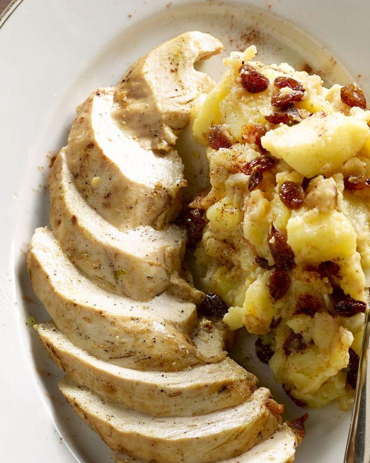 Lekkere kinderkost die volwassenen ook zullen smaken: een sappig gebakken kipfilet, met daarbij een lekker zoete appelstoemp met rozijntjes bij.