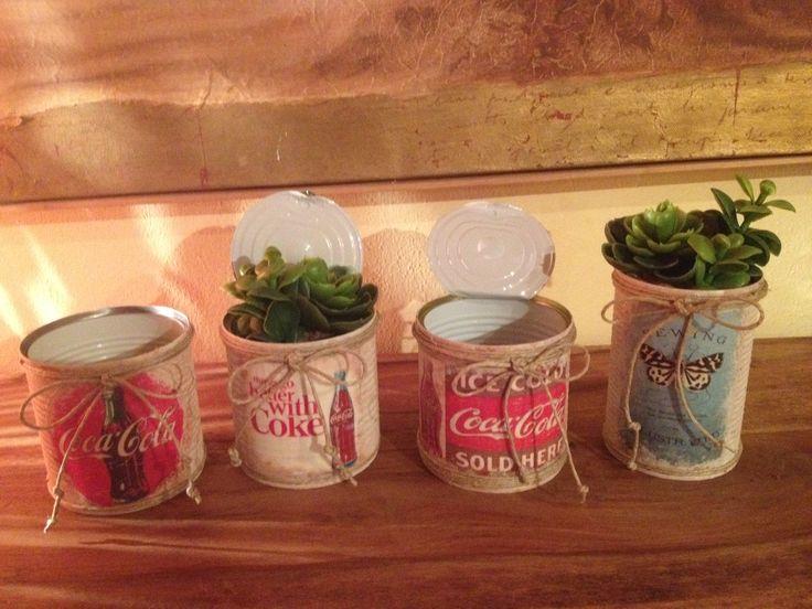 Riciclati barattoli di latta e decorati in stile vintage con tecnica del decupage, usati colori ad acqua e vernice vetrificata