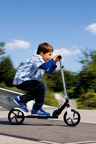 """Super Design und super Qualität: Scooter mit extragroßen Reifen: Hudora - """"Hornet black & white"""" Scooter jetzt bestellen bei Weltbild.de #kinder #roller #scooter #spielen #spaß  #weltbild"""