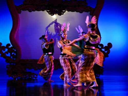 """Devdan – Treasure of the Archipelago"" is a modern & contemporary acrobatic and dance performance that is inspired by the culture of Indonesia."