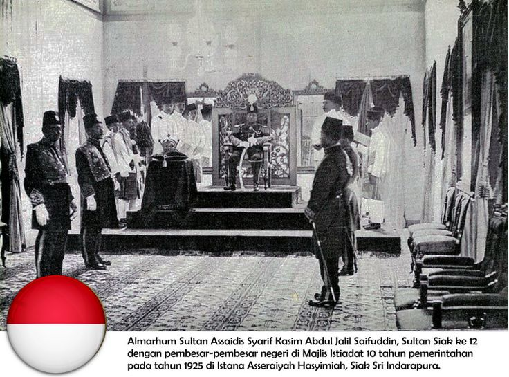 The Late Sultan Assayidis Syarif Kasim Abdul Jalil Saifudin,the 12th Sultan of Siak Sultanate in a ceremony to commemorate his 10th Year on the throne in 1925 with his ministers.