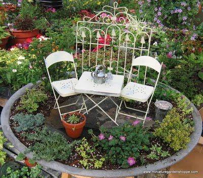 Ein Miniatur Garten Zu Gestalten Ist Nicht Schwierig Und Macht Einen Großen  Eindruck. Diese Mini Gärten Kombinieren Typischerweise Einen Flachen  Behälter