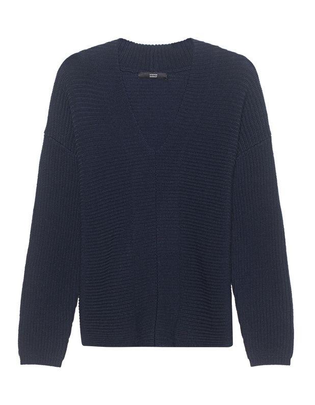 Gerippter Grobstrick-Pullover Navy blauer Grobstrick-Pullover aus hochwertiger Merinowolle kommt in gerippter Optik mit femininem V-Ausschnitt, tiefen Schulternähten und mittiger Ziernaht.  Super elegant und zeitlos schön - das perfekte Piece für tolle Casual Styles!